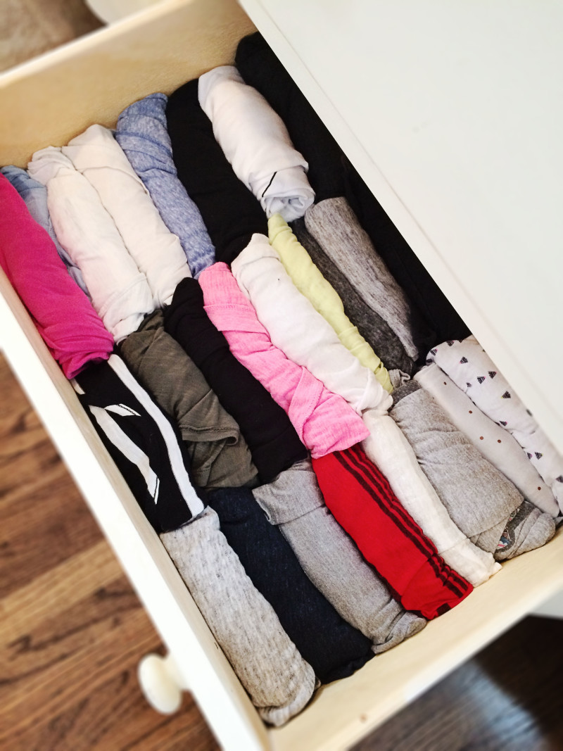 how to roll clothes into drawer